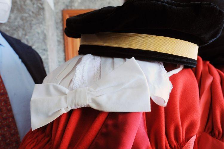 Figlia avvocato: cessa l'obbligo di mantenimento