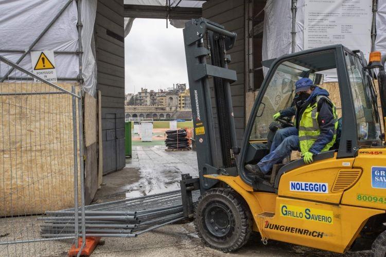 Delimitazione di garages con paletti in ferro: basta una SCIA